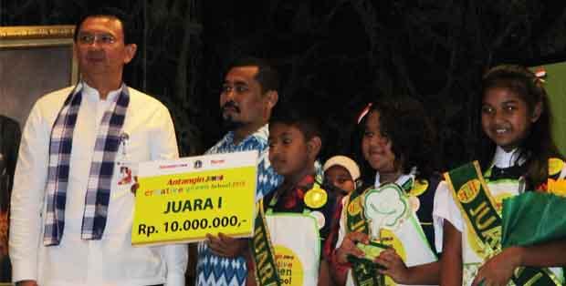 Pak Ahok, Gubernur DKI Jakarta, bersama tim SDS Tarakanita 2