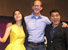 Sandra Dewi bersama Pete Docter dan Ronnie Del Carmen