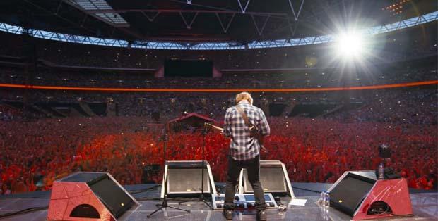 Ed Sheeran memukau penonton di Wembley Stadium