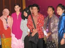Kak Seto dan Mona Ratuliu bersama beberapa peserta class meeting