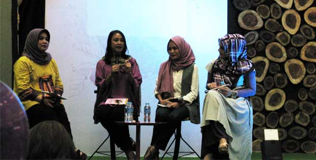 Talkshow Fun-Ancial Saving Ala Smart Mom bersama Tejasari