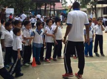 Anak-anak mengikuti coaching clinic sepakbola