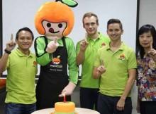 Fajar Budiprasetyo, Markus Bihler, Johan Antlov,  dan Maria Suwarni merayakan ulang tahun HappyFresh Indonesia