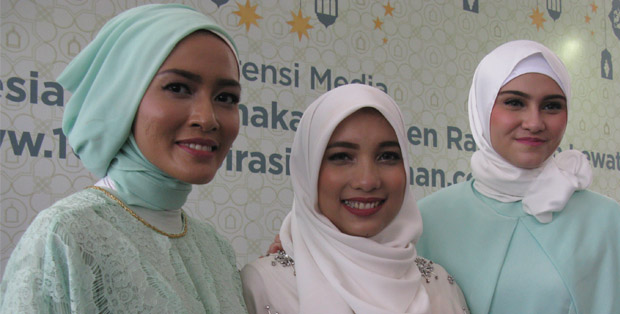 Distya Tarworo Endri, Jenahara Nasution dan Zee Zee Shahab saat peluncuran www.1001InspirasiRamadhan.com