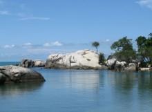 Menikmati Pantai Penyabong, Belitung