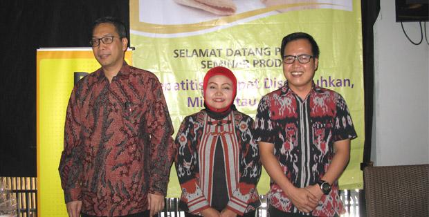 dr. Irsan Hasan, moderator Herlina Sumitro dan Ujang Saeful Hikmat dari Prodia