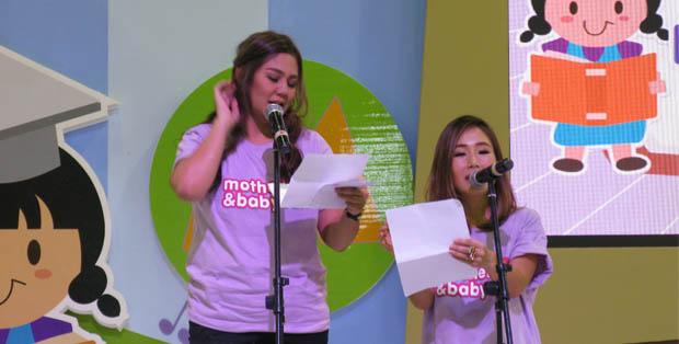 Sissy Priscillia dan Melissa Karim membacakan penghargaan untuk produk pilihan di pembukaan M&B Fair 2016