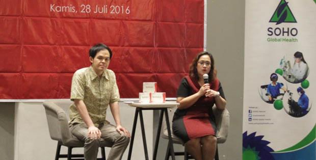 dr. Hans Utama, Sp. KK dan dr. Yulita Lea dalam talkshow SOHO #BetterU