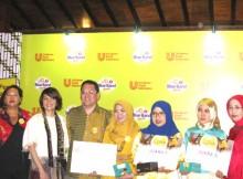 Para juara bersama Thomas Agus Pamudji, Vita Datau dan Dewan Juri