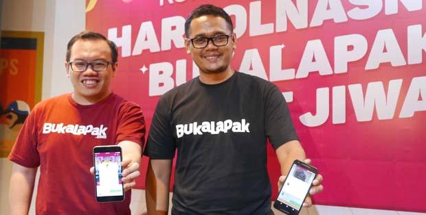 Fajrin Rasyid, Co-Founder dan CFO Bukalapak, dan Bayu Syerli, Vice President of Marketing dalam promo Harbolnasnya Bukalapak Sakit Jiwa!