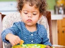 Tips Mengajari Si Kecil Etika Makan