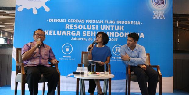 Diskusi Cerdas Frisian Flag Indonesia bersama Dr. Marudut, moderator yang juga atlet triathlon Sutji Sosrowardojo, dan dr. Rulli P. A. Situmorang