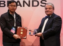Vivo mendapat penghargaan Global Top Brand 2016-2017 di Las Vegas