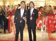 Foto : Miyake Junya-Chief Designer of MINISO-berfoto bersama Boy William saat grand opening MINISO Mall Taman Anggrek