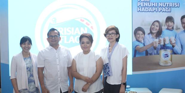 Ibu Felicia Julian-Marketing Director FFI, Prof. Dr. Hardinsyah, MS, Roslina Verauli, M.Psi., dan Tanti -Head of Prepared Beverages FFI