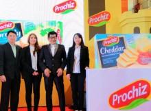 Lina Phang bersama Susanto Gunawan-Direktur PT Mulia Boga Raya, Riryn Paramita-Product Manager Modern Trade dan General Trade, Asen Wijaya-National Sales Manager Modern Trade & General Trade, dan Chef Billy Kalangi memperkenalkan logo dan tagline baru PROCHIZ