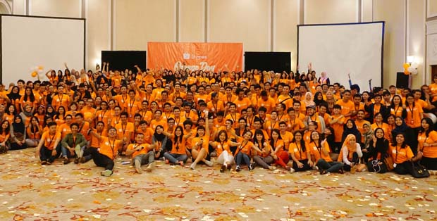 Para karyawan Shopee di event Orange Day