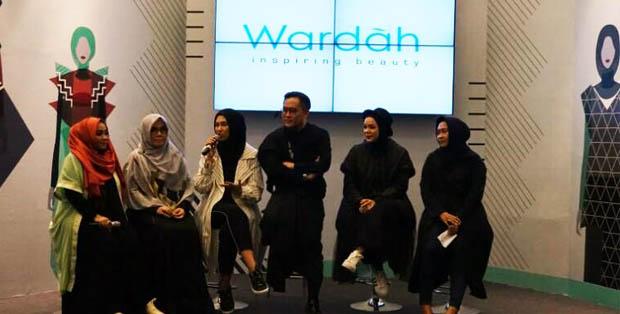 Tlakshow bersama para desainer dan Dewi Sandra