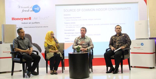 Foto : Talkshow dengan dr. Feni Fitriani Taufik, Dokter Spesialis Paru dari RSU Persahabatan mengenai polusi udara dalam ruangan dan dampaknya untuk kesehatan.