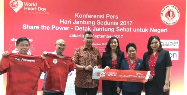 YJI Runners bersama Aria Verdin - Commercial Manager Omron, Esti Nurjadin, Syahlina Zuhal dan dr. Siska Suridanda Danny, SpJP (K)