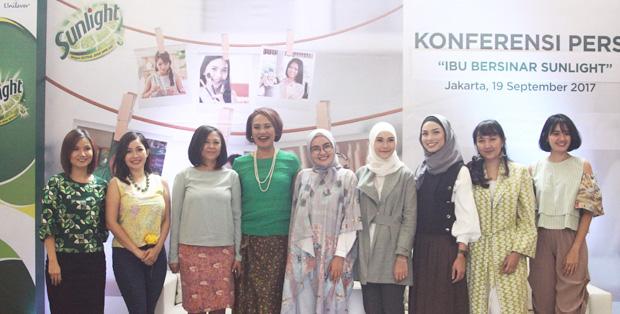 Foto (Ki-Ka) Anastasia, Rinrin, Utami, Ratih, Ria Miranda, Zaskia, Fifi, Kushandari, Martha