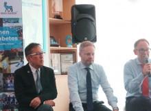 Foto (kiri-kanan) dr. Roy Panusunan Sibarani, SppD-KEMD; HE. Rasmus Abildgaard Kristensen, Ambasador Kedutaan Besar Denmark untuk Indonesia; dan Morten Vaupel Vice President & General Manager of PT Novo Nordisk Indonesia, ketika sesi tanya jawab dengan media