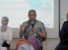 Dr. Eni Gustina, MPH, Dr. dr. Ali Sungkar, Sp.OG-KFM dan Suryo Suwignjo dalam Forum Diskusi Kesehatan Philips Indonesia
