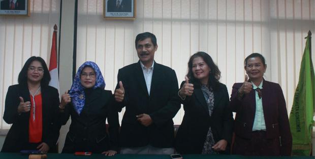 Sebagian majelis BPSK Provinsi DKI Jakarta, dari kiri  ke kanan: Imas Naeni, Sularsi, Djaenal Abidin, Noor Ambar, dan Wiendy