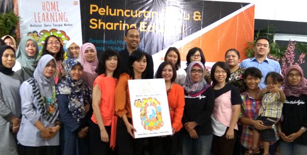 Trio penulus buku bersama Aranggi Soemardjan dan peserta seminar