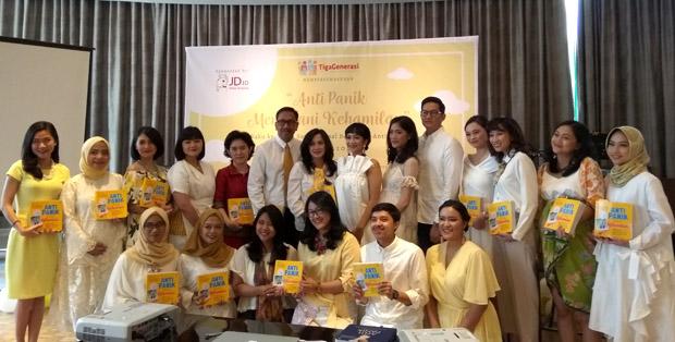 Pendiri TigaGenerasi bersama para penulis Anti Panik Menjalani Kehamilan