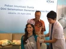 Putri Indonesia 2018 Sonia Fergina Citra menerima vaksin HPV dosis pertama