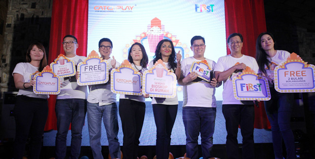 Foto (Ki-ka) : Desmond Poon (Chief Technology Officer PT Link Net Tbk), Liryawati (Chief Marketing Officer PT Link Net Tbk),Daphne Yang (CEO grup CATCHPLAY's), Meena K. Adnani (Executive Vice-President of Content Development and Business Affairs PT Link Net Tbk), Marlo Budiman (Director of First Media)