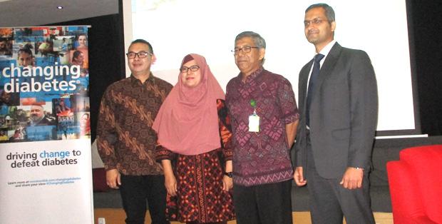Kepala Seksi Gangguan Metabolik Direktorat P2PTM, Kemenkes RI, dr. Sylviana Andinisari, M.Sc bersama dr. Em Yunir, SpPD-KEMD dan    Dr. Fahad Jameel - Clinical, Medical, Regulatory and Quality Director Novo Nordisk Indonesia