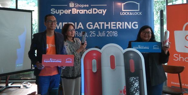 Rezki Yanuar, Diana Sentosa dan Artini Asputri meluncurkan Tumbler Batik motif Kawung