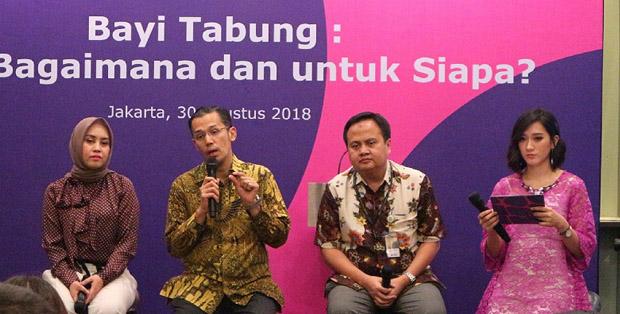 Diskusi bersama Evie Yulin - Biopharma Director Merck Indonesia, Dr. Ivan Sini, GDRM, MMIS, FRANZCOG, SpOG, dan Prof. Dr. dr. Budi Wiweko, SpOG(K), MPH