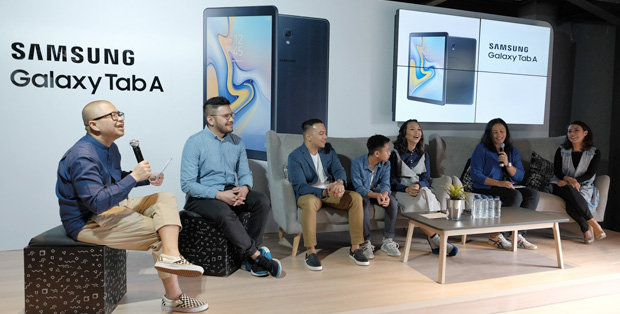 Foto : The Baldy's: Riafinola, Baldy, dan Bevan, Figur Publik, Ainun Chomsun, pemerhati literasi digital sekaligus founder Akademi Berbagi; dan Selvia Gofar IT & Mobile Senior Product Marketing Manager Samsung Electronics Indonesia,