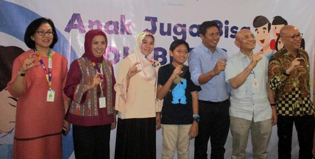 Direktur P2PTM, dr. Cut Putri Arianie, MH.Kes (kedua dari kiri) dan Dr. dr. Aman Bhakti Pulungan, Sp.A(K), Ketua Umum IDAI (kedua dari kanan) saat media briefing Hari Diabetes Sedunia