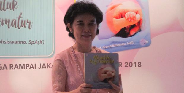 Dr. Rina dan buku karyanya