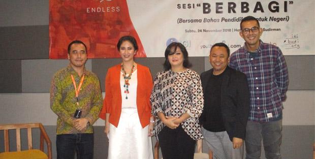 Paul Soegianto, Novita Angie,  Wilita Putrinda, Sulasmo Sudharno dan Rizky Muhammad usai berdiskusi