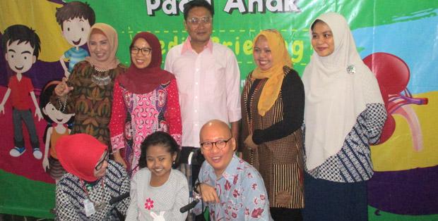 Bersama Direktur P2PTM dr. Cut Putri Arianie, MH.Kes. (paling kiri) dan dr. Eka Laksmi Hidayati, Sp.A(K) (kedua dari kiri)