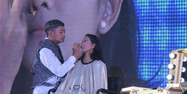 Ferry Fahrizal menerapkan konsep natural look dengan kosmetik Y.O.U