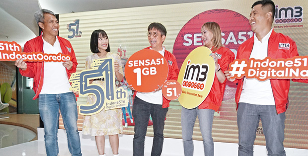 Foto (kiri-kanan) : Pak Gede, Rinni Wulandari, Pak Hendri, Evelin, Pak Fahroni