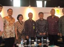 Zou Zijian - EAiD Project Lead AstraZeneca Asia, Rizman Abudaeri, dr. Fatimah Eliana, SpPD, KEMD, dr. Anung Sugihantono, M.Kes - Dirjen P2P, Kemenkes RI, Prof. Budi Hidayat, SKM, MPPM, PhD, Prof. Dr. dr. Agung Pranoto, SPPD-KEMD, dan dr. Riskiyana Sukandhi Putra, M.Kes, Direktur PKPM, Kemenkes RI