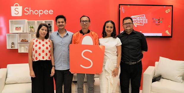 Foto (Ki-Ka) : Carmen Caballero, Azfansadra Karim, Rezki Yanuar, Riafinola, dan Hoshael Erlan