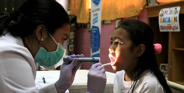 Pemeriksaan gigi dalam School Program