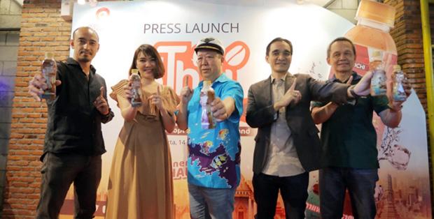 Foto (kiri-kanan) : Shujiro Nishida (Operational Director PT. Ichi Tan Indonesia), Duangkamon Ngarmsangiem (Marketing Director PT. Ichi Tan Indonesia), Tan Passakornatee/Mr. Ichitan (Founder and CEO ICHITAN Group PLC), Johannes Yoslin (CEO PT. Ichi Tan Indonesia), Chanapol Porsom (CFO PT. Ichi Tan Indonesia)