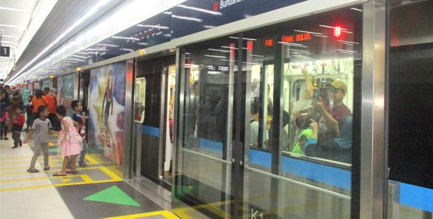 Warga antusias naik MRT Jakarta