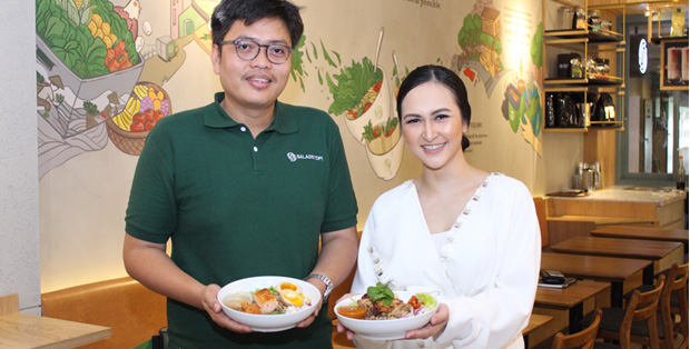 Foto : Adhi Putra Tawakal, Marketing Manager, SaladStop! Indonesia &. dr. Maria Charlotte, BMedSciJPG