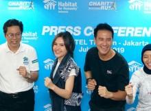 Foto (Kiri - kanan) : Susanto, National Director HFH Indonesia; Olivia Jensen, Icon dari HFH Indonesia; Daniel Mananta, Goodwill Ambassador HFH Indonesia; dan Chia Harijanto dari Indorunners bersiap menyambut Habitat Charity Run