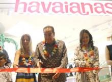 Foto [kiri-kanan] : Manoj Bharwani, Sharon Sorek, Ram Bhaarwani, Pevita Pearce, Theresia Setiadjaja